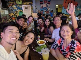 Đi Night Food Market ở Saigon, quen được nhiều bạn mới