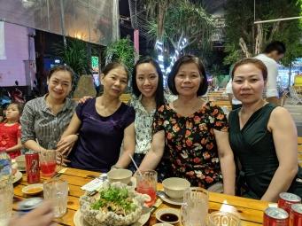 Ăn tối với gia đình bên Vietnam