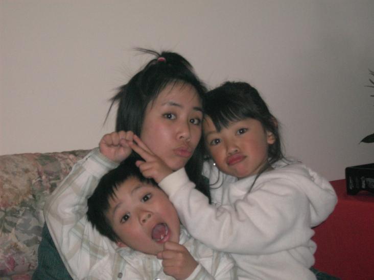 Các chị em dễ thương chưa!
